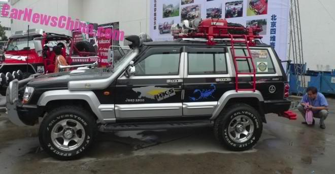 Beijing-Jeep Cherokee 2500 with Shiny License Plate Frame